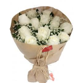"""Buquê 12 Rosas Brancas """"Raro Amor"""""""