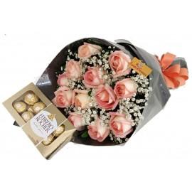 """Buquê 12 Rosas + Ferrero """"Delicado Amor"""""""